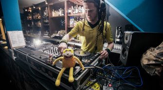 TO THE MOON - Nitelife